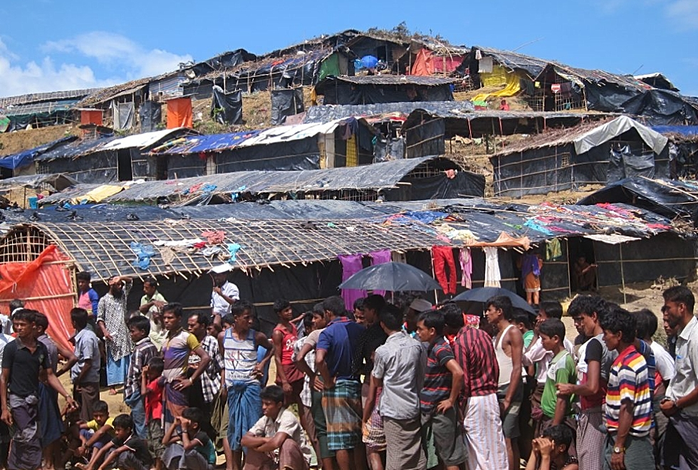 Image of the crowded conditions of the largest Rohingya refugee in Bangledesh.